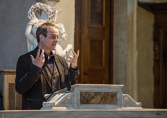 Der Autor während der Lesung in der Friedenskirche - Foto: © by Günter Krawutschke