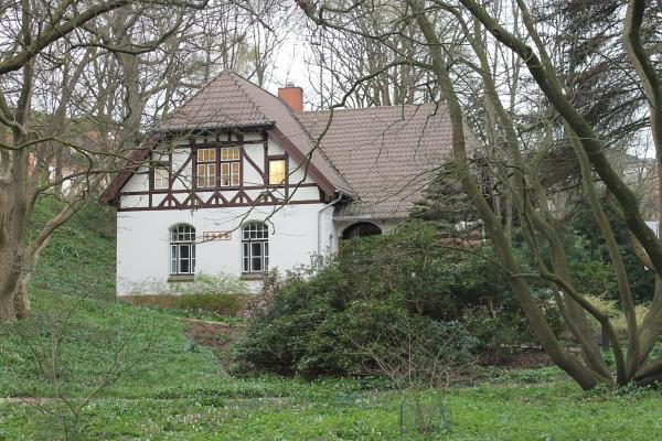 Altes Haus mit Fachwerk am Rande des Parks - Foto: © 2014 by Schattenblick