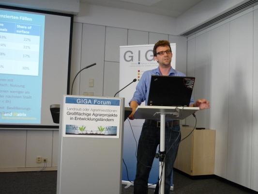 Jun.-Prof. Jann Lay beim Vortrag - Foto: © 2012 by Schattenblick
