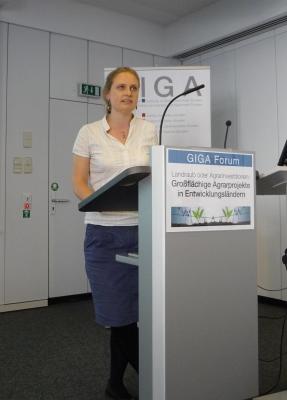Kerstin Nolte beim Vortrag - Foto: © 2012 by Schattenblick