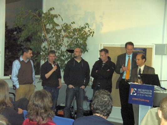 Richard Gage bedankt sich bei den Organisatoren - © 2008 by Schattenblick
